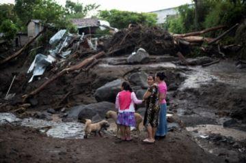 Nueve muertos y un desaparecido por deslave en El Salvador