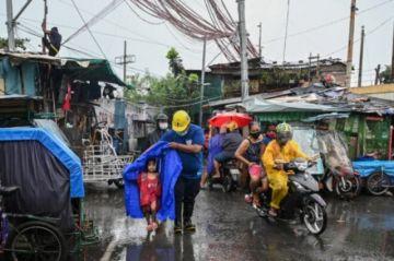 Tifón Goni golpea Filipinas y causa al menos diez muertos