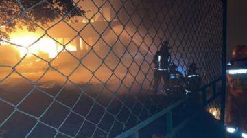 Santa Cruz: controlan incendio en depósitos de YPFB del Parque Industrial