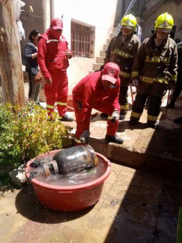 Vela provoca incendio en un inmueble particular en Potosí