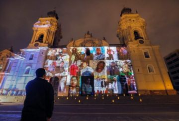 Celebran misa en  Lima por los miles de muertos en pandemia