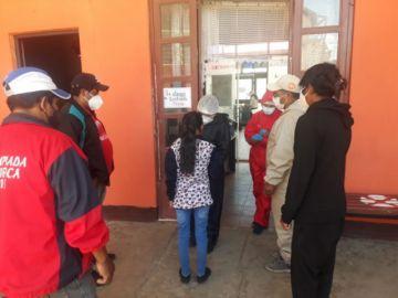 Realizan controles de salud a viajeros en Tupiza