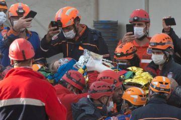Tras 91 horas del terremoto, rescatan a una niña de cuatro años con vida en Turquía