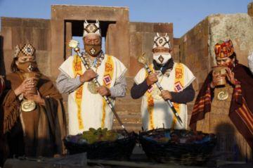 Luis Arce y David Choquehuanca piden permiso a la Pachamama para gobernar el país