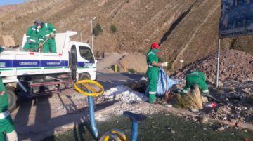 Emap continúa con la limpieza de los accesos a la ciudad en la carretera hacia Oruro