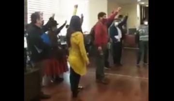 Masistas irrumpen en un Viceministerio y piden a empleados que por moral dejen sus funciones