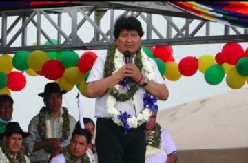"""Evo Morales llega a Chimoré en helicóptero y pide """"cuidar"""" al presidente Arce"""