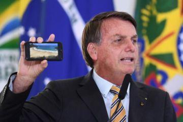 """Bolsonaro sobre el covid-19 en Brasil : """"Tienen que dejar de ser un país de maricas"""""""