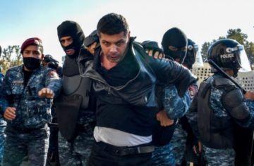Detienen a diez opositores armenios tras unas protestas violentas en Armenia