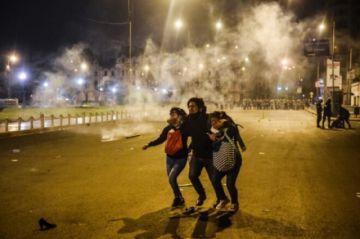 Hay dos heridos con armas de fuego en protestas en Perú