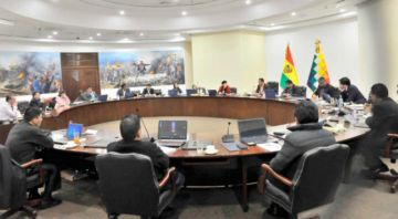 Por decreto, reordenan ministerios y viceministerios