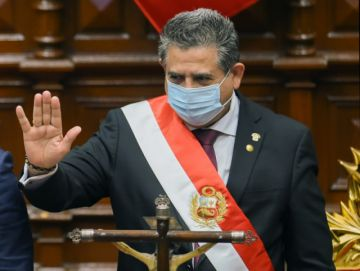 Merino renuncia a la presidencia de Perú