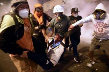 Reportan tres fallecidos en protestas para que renuncie el nuevo presidente en Perú