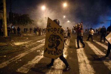 Continúan las protestas en Perú contra un Merino que se niega a dimitir