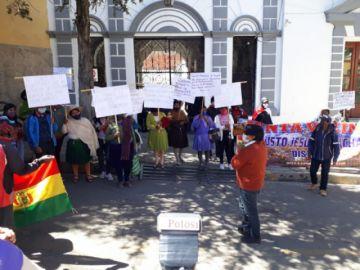 Vecinos de Justo Jesús de Machaca protestan en la plaza