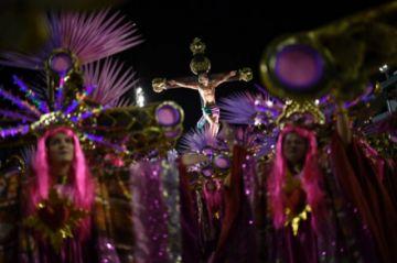 Rio estudia realizará su Carnaval en julio debido a la pandemia