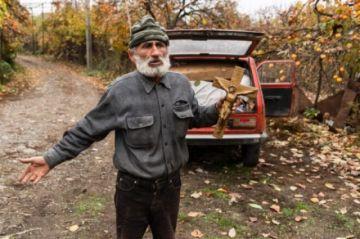 Armenios huyen de Nor Maragha con ganado y cosechas