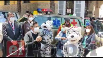 Alcaldía entrega ambulancias con placas paceñas