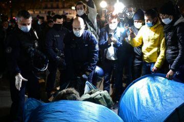 Hay indignación en Francia por desmantelamiento violento de un campamento de migrantes