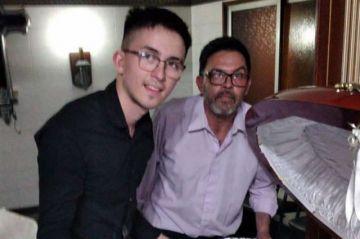 """Se tomaron una """"selfie"""" con el cadáver de Maradona y fueron despedidos"""
