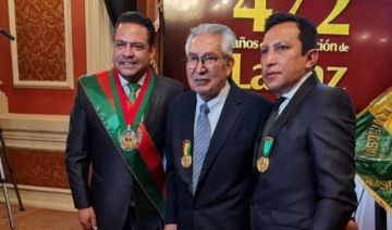 El potosino Gonzalo Cobo fue condecorado por la Alcaldía de La Paz