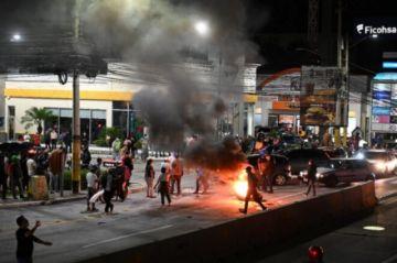 Expresidente hondureño Zelaya retenido en aeropuerto por llevar dinero sin declarar