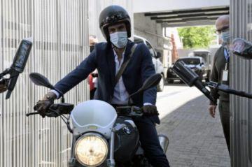 Investigan a médico de Maradona por negligencia en la muerte del ídolo