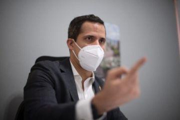 Entre elecciones y amenazas de cárcel, Guaidó busca más sanciones para Maduro
