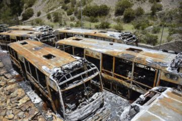 Denuncian intento de impunidad en caso de buses quemados en La Paz