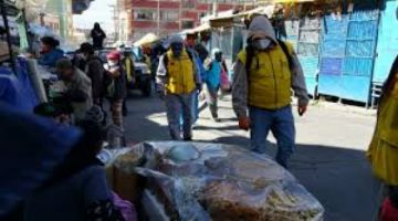 Personas sin barbijos o con barbijos mal colocados serán sancionadas con 50 Bolivianos de multa