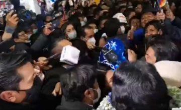ANPB y APLP repudian amenazas de militantes del MAS contra periodistas