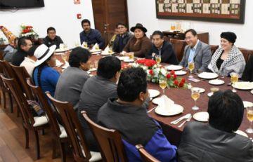 Diputado del MAS admite que Evo da lineamientos económicos al gobierno