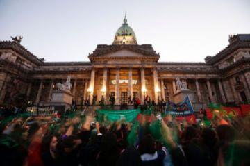 Argentina libra nueva batalla parlamentaria por la legalización del aborto
