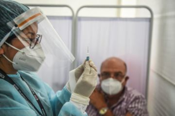 Perú suspende por precaución el ensayo de vacuna china contra el coronavirus