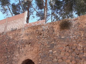 Siguen construyendo muro sobre el cárcamo del Ingenio Gambartes