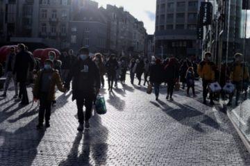 Europa aumenta restricciones de cara a Navidad y se prepara para vacunar