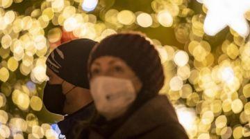 OMS pide usar mascarilla hasta en reuniones familiares de Navidad en Europa