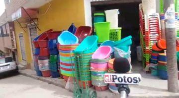 Se incrementa la venta de recipientes plásticos para el armado de canastones navideños