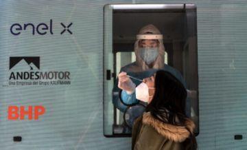 Contagios de covid-19 en Chile aumentan 22% en una semana