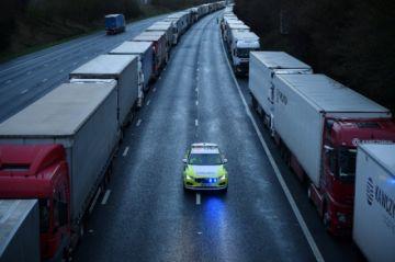 La UE recomienda reanudar el tráfico con el Reino Unido pese a nueva cepa del virus