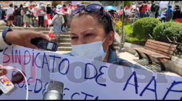 Ciudadanos protestan contra los dirigentes sindicales de Aapos