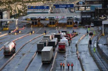 La frontera francobritánica abrirá en Navidad para eliminar atasco de camiones