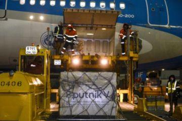 Llega a Argentina primer lote de 300.000 vacunas contra el covid-19 Sputnik V