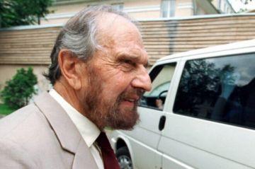 Muere George Blake, célebre agente doble británico de la Guerra Fría