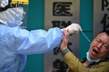 La variante sudafricana del coronavirus no es más peligrosa que la británica, dice ministro