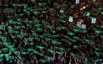 """""""Marea verde"""" en Argentina, una revolución feminista con el faro del aborto legal"""