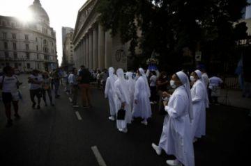 El Senado de Argentina vota ley de aborto con fuerzas empatadas