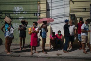 Sin más subsidios contra la pandemia, los brasileños se asoman al abismo en 2021