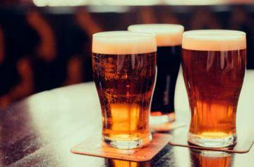 En un audio, propietarios de bares dicen que atenderán hasta la madrugada