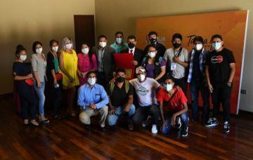 Tarija: Trabajadores de la prensa entregan distinción al rector de la UCB